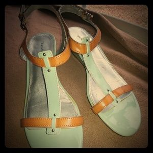 "Bandolino. ""Gurrey"" Low Wedge Sandal Size 8"